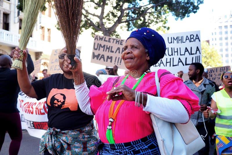 11-ое сентября 2018 - протестующие март к парламенту в Кейптауне стоковые изображения