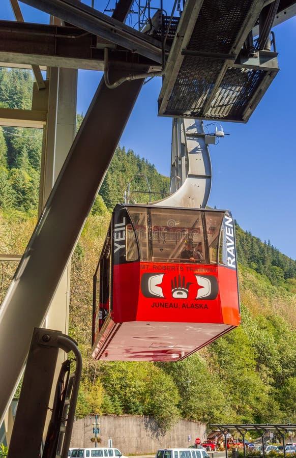 14-ое сентября 2018 - Juneau, AK: Туристы возвращают от держателя Roberts на трамвае стоковые фото