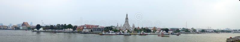2-ое января 2019 БАНГКОК ТАИЛАНД: Взгляд панорамы виска Wat Arun на заходе солнца в Бангкоке Таиланде Wat Arun буддийский висок в стоковое изображение