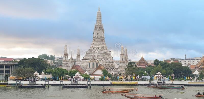 2-ое января 2019 БАНГКОК ТАИЛАНД: Городской пейзаж Wat Arun будет среди самое лучшее известное ориентиров Таиланда стоковое фото rf
