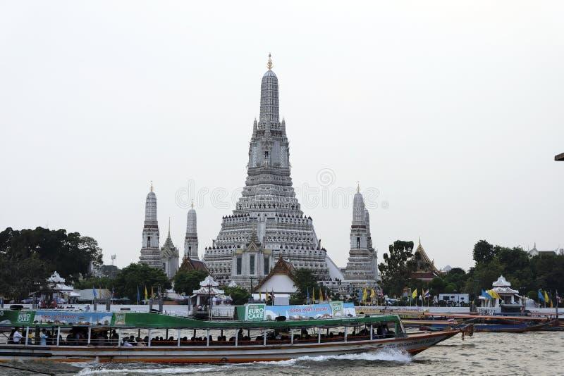 2-ое января 2019 БАНГКОК ТАИЛАНД: Городской пейзаж Wat Arun будет среди самое лучшее известное ориентиров Таиланда стоковое изображение