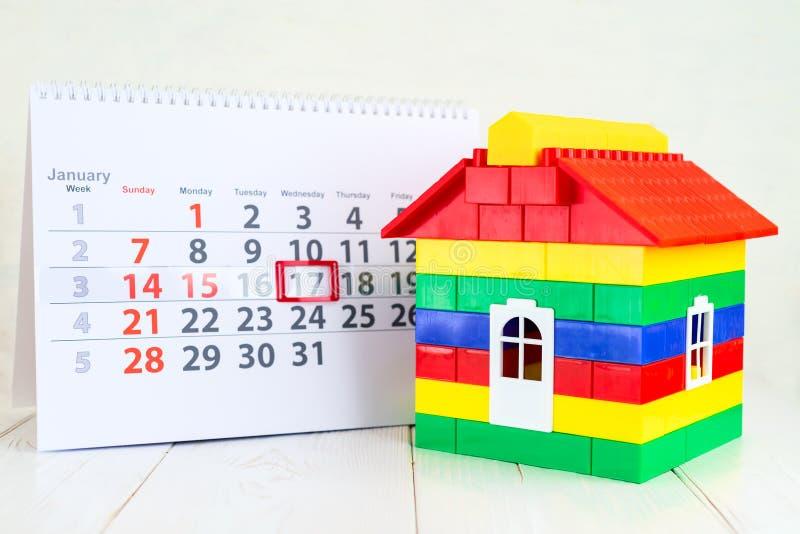17-ое января День 17 месяца на белом календаре и красочном t стоковое изображение