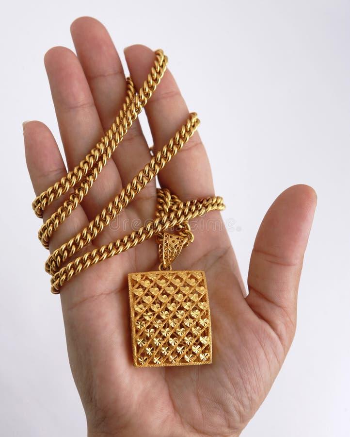 Download ожерелье золота стоковое изображение. изображение насчитывающей jewellery - 477143