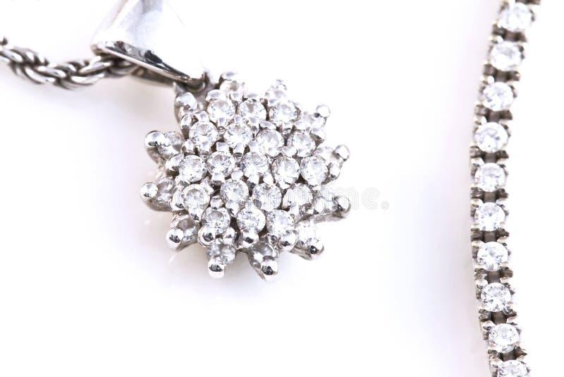 Ожерелье белого золота с шкентелем диаманта стоковая фотография rf