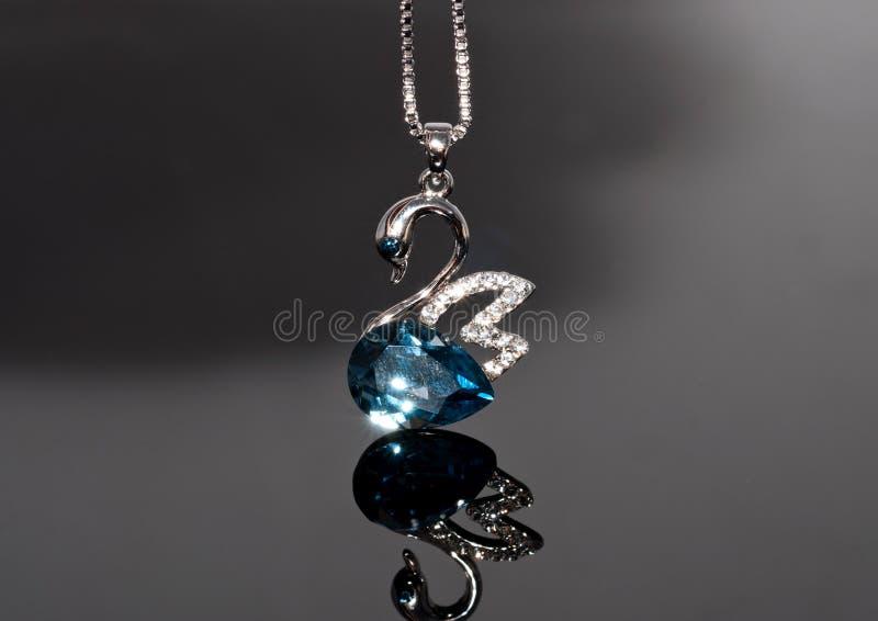 Ожерелье сапфира лебедя стоковое фото rf