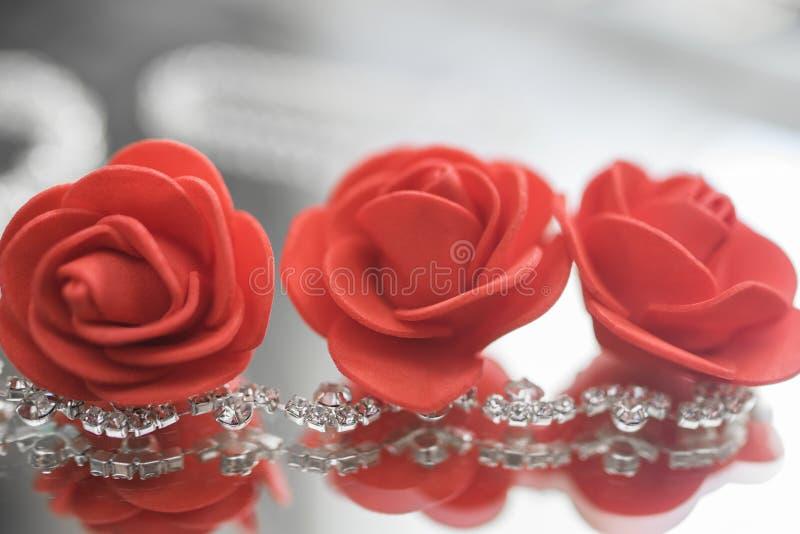 Ожерелье с самоцветами и цветками стоковая фотография rf