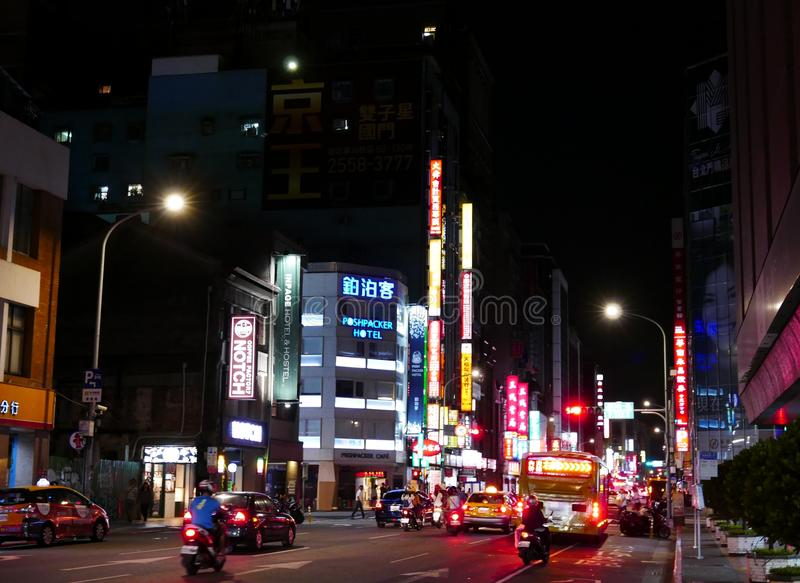 Оживленная улица на nighttime в Тайване стоковая фотография rf
