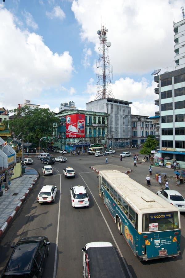Оживленная улица в Янгоне стоковые фото