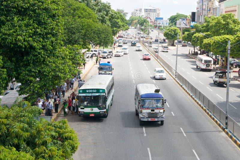 Оживленная улица в Янгоне стоковое фото rf