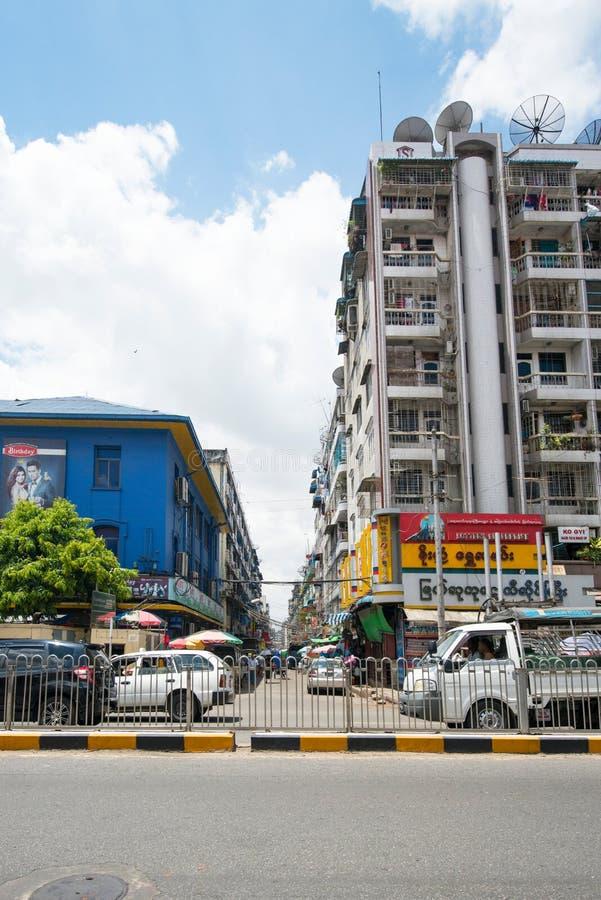 Оживленная улица в Янгоне стоковые фотографии rf