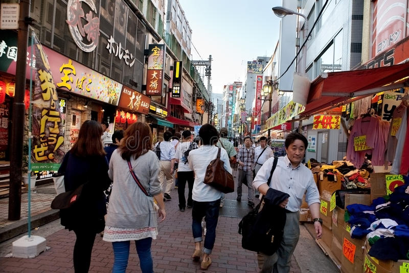 Оживленная улица токио, Японии стоковые изображения rf
