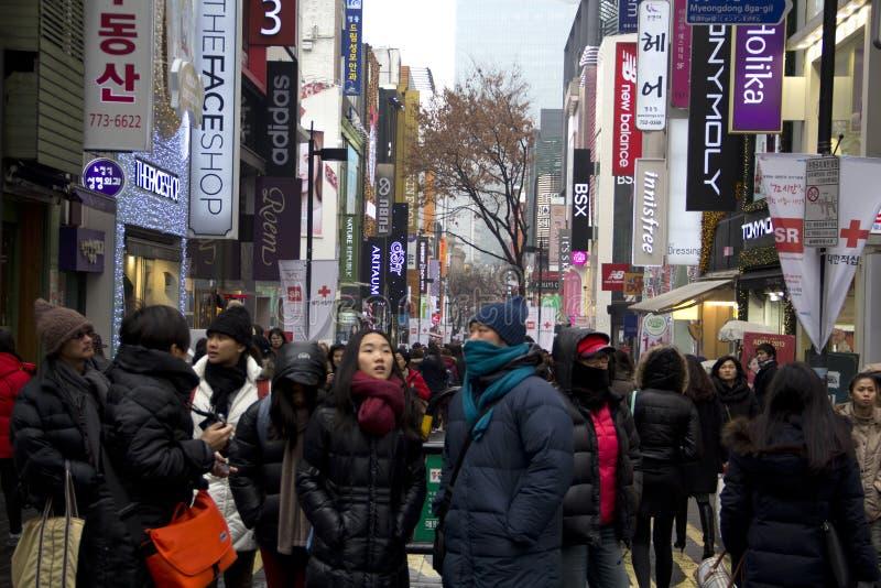 Оживленные улицы Myeongdong Сеула Кореи стоковая фотография