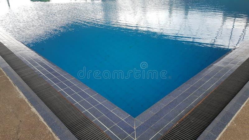 Ожидание бассейна для пловца стоковая фотография