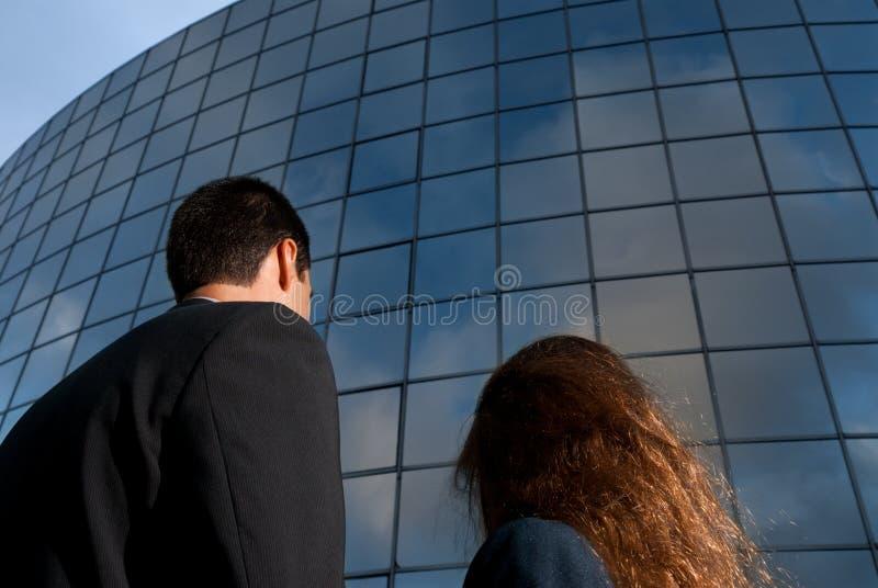 ожиданность дела здания хорошая смотрящ людей стоковые фото