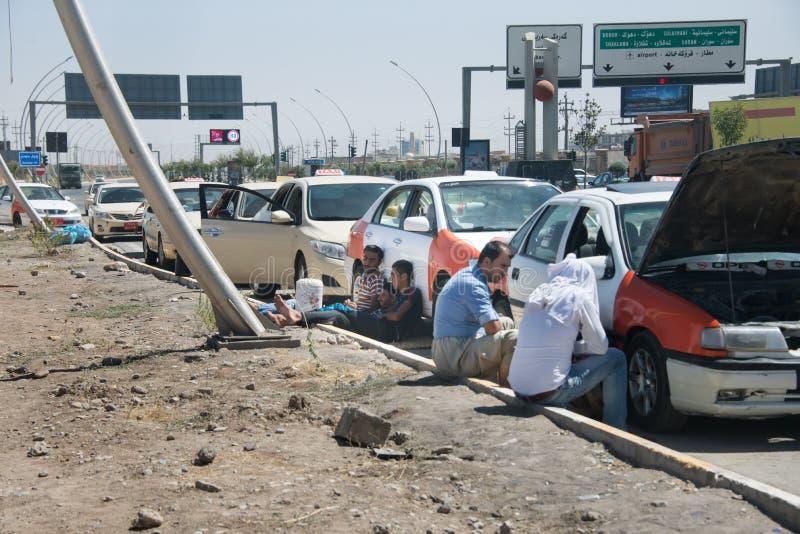 Ожидание водителей для топлива в Ираке стоковое фото rf