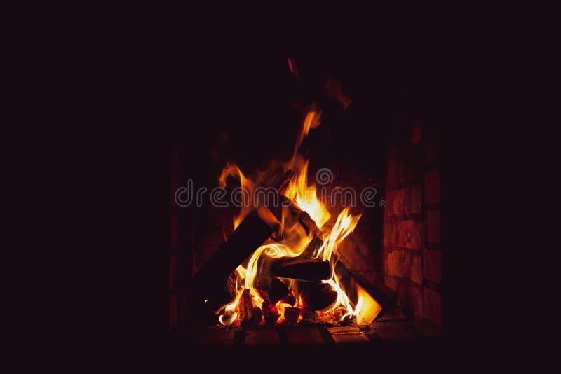 Ожога яркие огня в freplace стоковое изображение