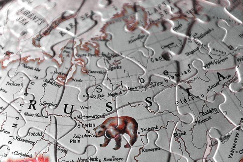 Озадачьте карту и письма имени страны России в blac стоковые изображения rf