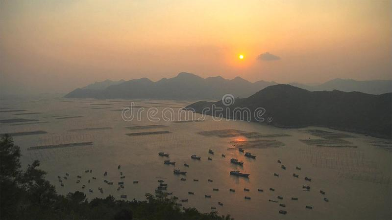 Озера благоустраивают с рыбацкими лодками стоковое фото rf