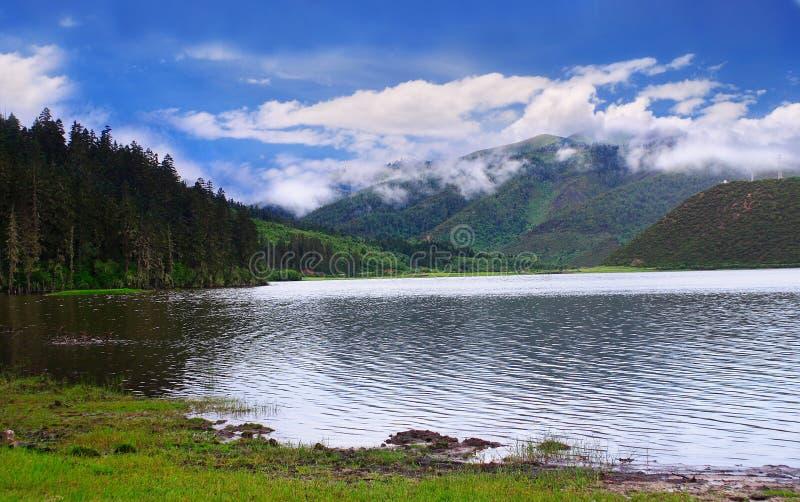 озера гористой местности стоковая фотография rf