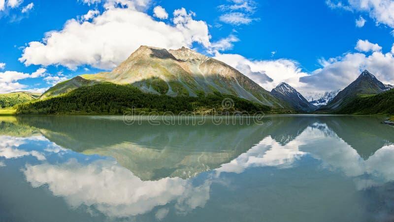 Озера Akkem панорамы стоковые фотографии rf