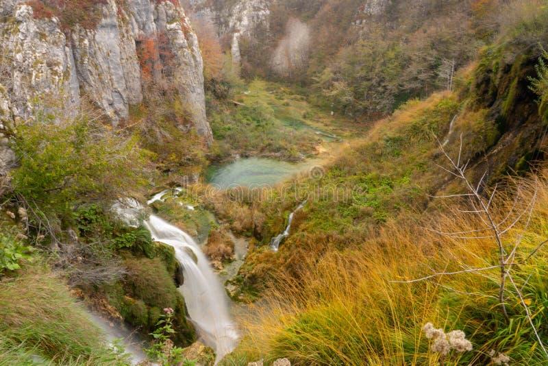 Озера Plitvice на скале горы стоковые фотографии rf