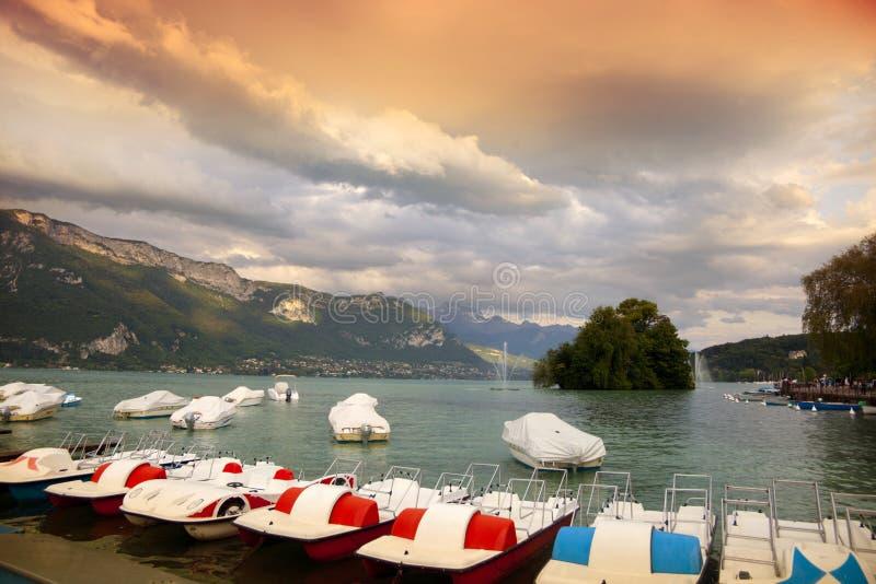 Озеро Анси во время захода солнца стоковые изображения