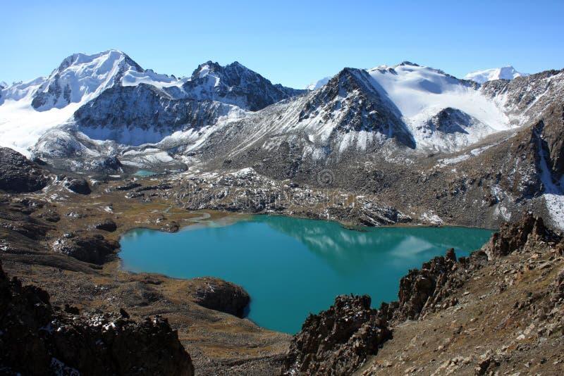 Озеро ал-Kul, Кыргызстан стоковая фотография rf