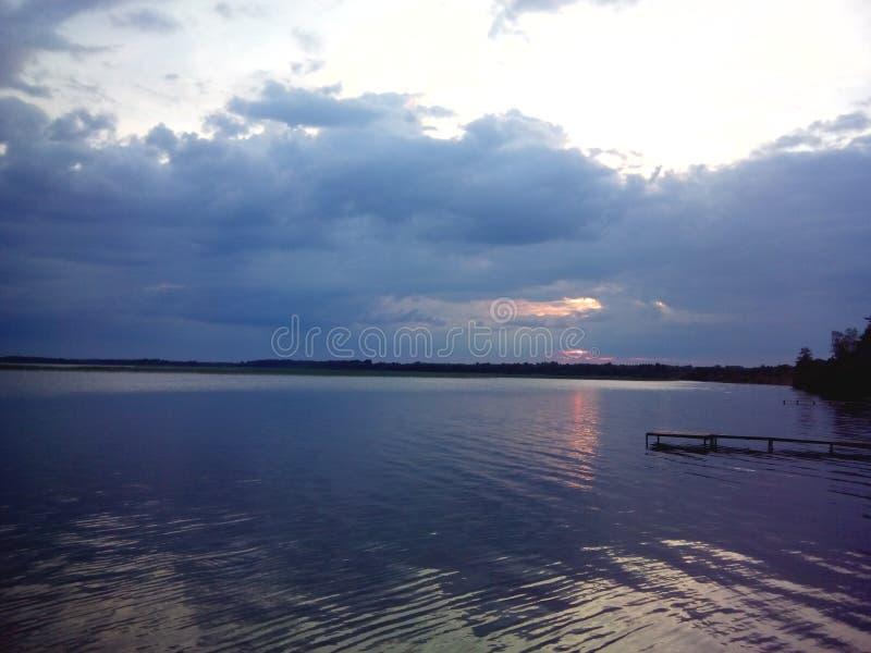 озеро вечера сверх стоковая фотография rf