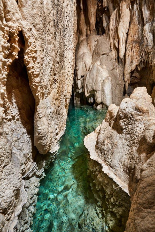 Озеро внутри пещеры стоковая фотография rf