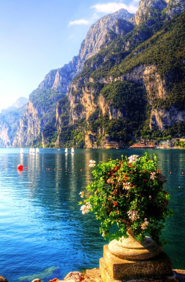 Озеро во времени осени, альт Адидже Garda взгляда Trentino стоковое фото