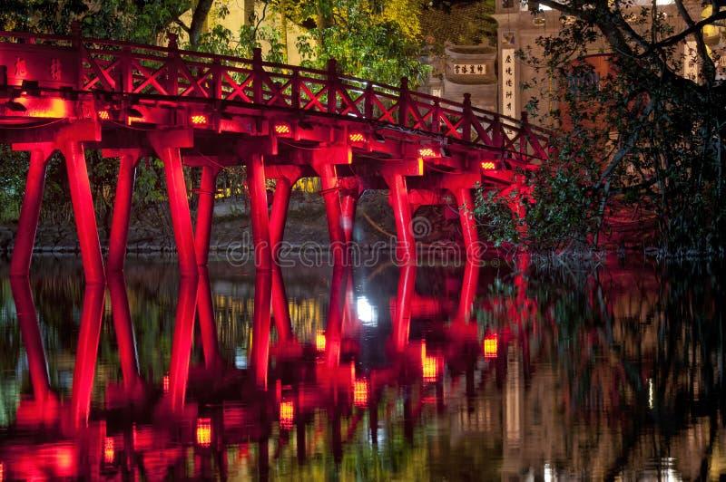 Озеро Вьетнам Hoan Kiem моста Huc стоковое фото