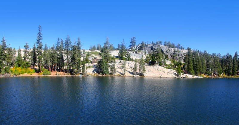Озеро в горах Сьерры, Калифорния Kirkwood стоковое изображение
