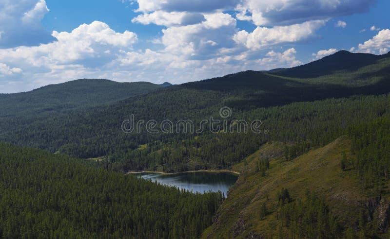 Озеро в горах Altai Россия стоковые фото