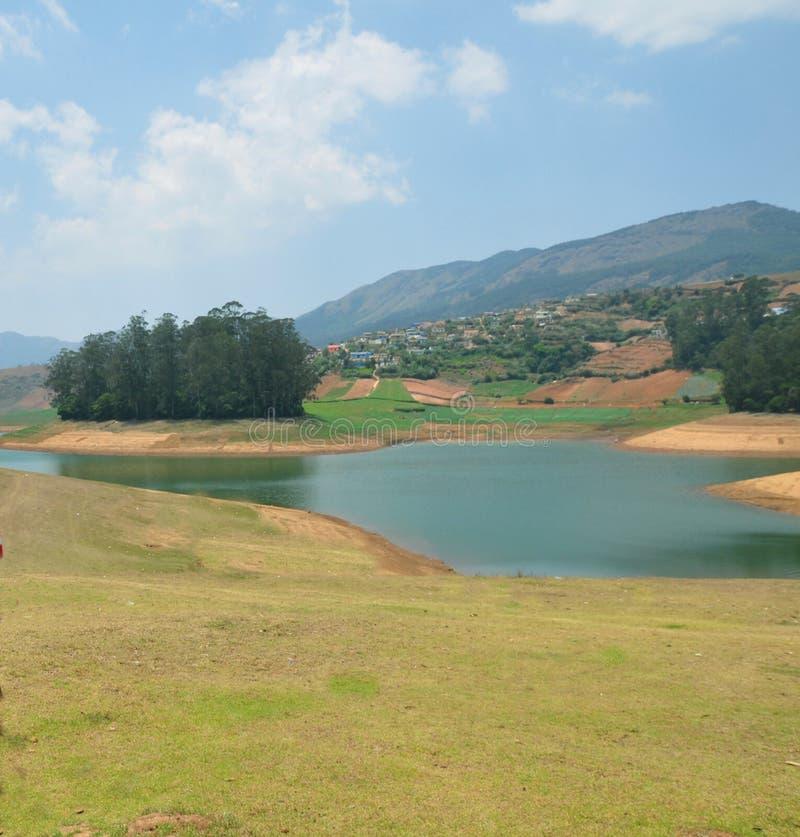 Озеро в долине стоковые фото