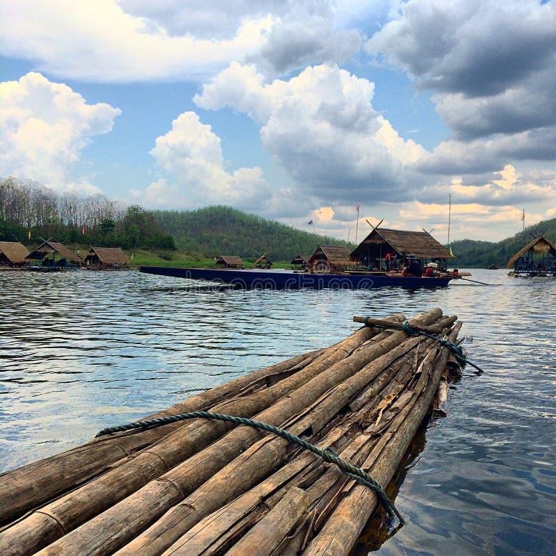 Озеро в джунглях стоковая фотография rf