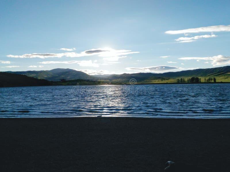 Озеро в заходе солнца стоковое изображение