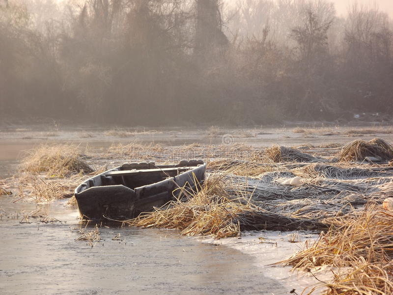 Озеро в зиме стоковая фотография