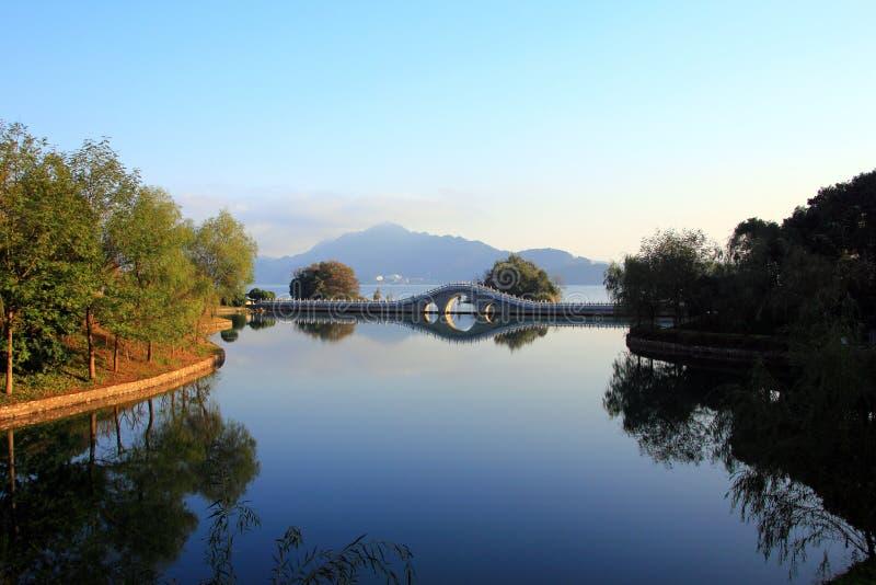 Download Озеро в зиме стоковое фото. изображение насчитывающей красивейшее - 81813038