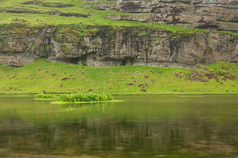 Озеро в зоне Fimmvorouhals, в Исландии стоковое изображение