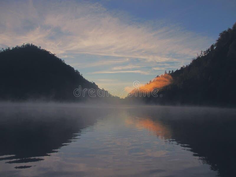 Озеро в холме стоковые изображения