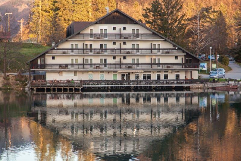 Озеро в Preddvor на рано утром стоковое изображение