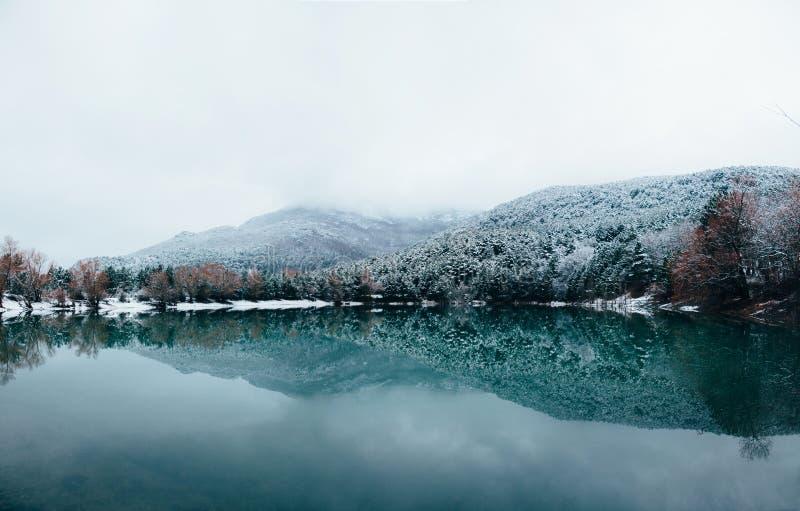 Озеро гор Крыма стоковое фото rf