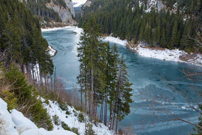 Озеро гор на wintertime стоковая фотография
