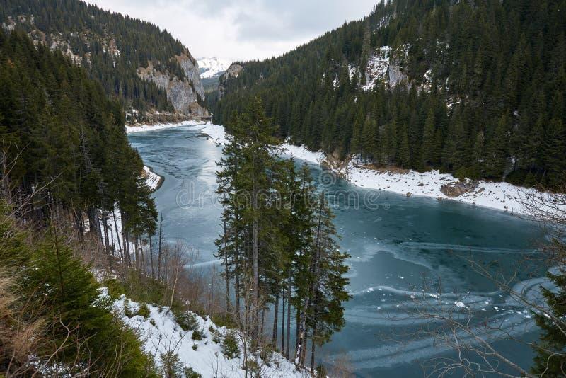 Озеро гор на wintertime стоковые изображения rf
