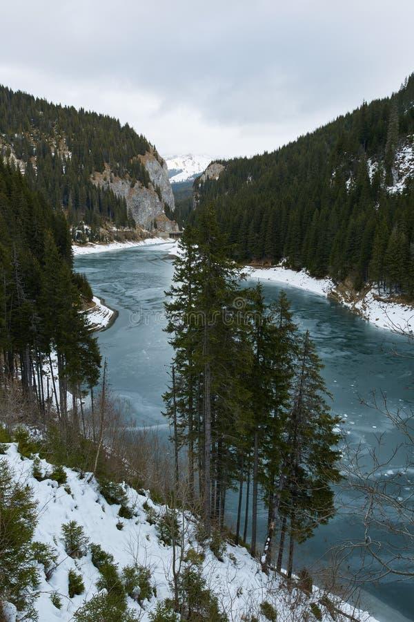 Озеро гор на wintertime стоковое изображение rf