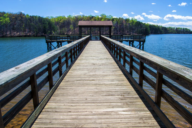 Озеро гор Смита †пристани рыбной ловли «, Вирджиния, США стоковое фото rf