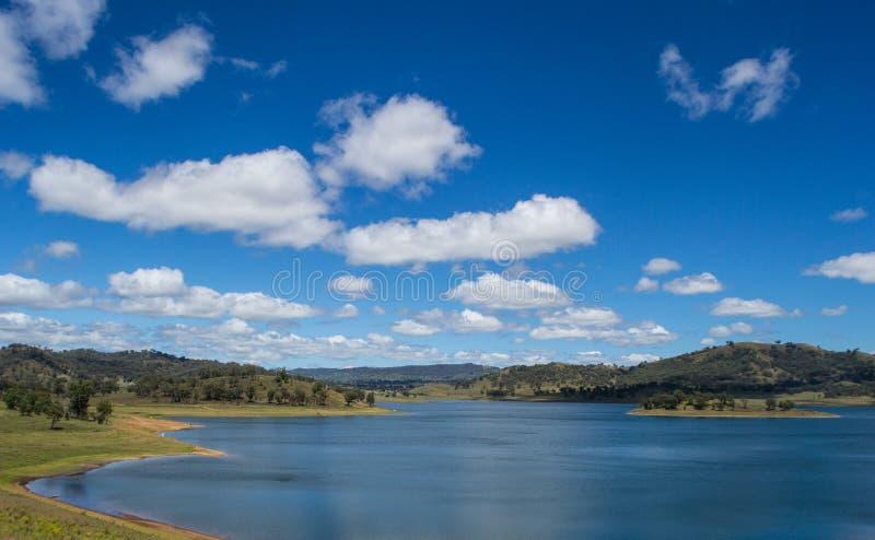 Озеро 2 гор с лесом и голубым небом, Новым Уэльсом, Austraila стоковое фото