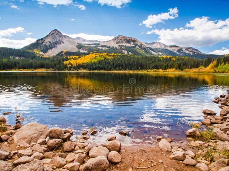 Озеро гор стоковая фотография rf