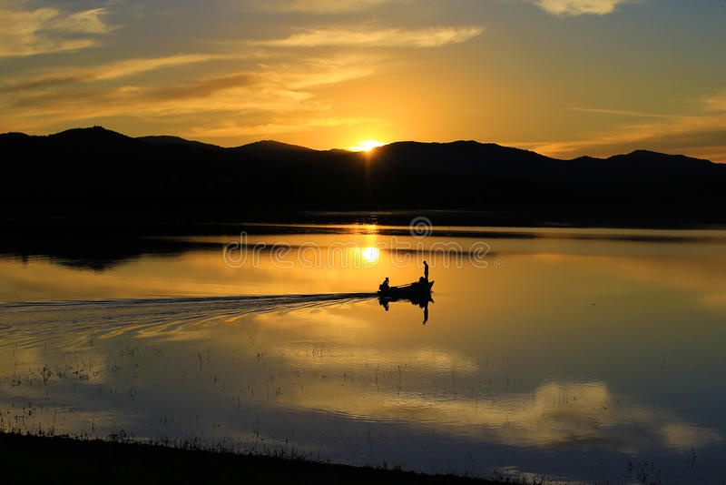Озеро заход солнца в лете стоковое фото rf