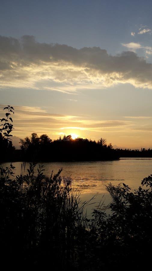 Озеро заход солнца стоковые фото
